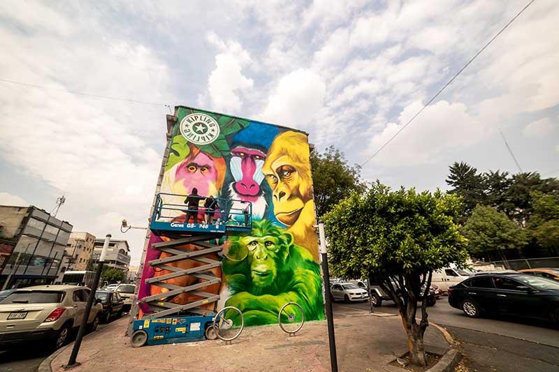 Kipling presenta mural en Casa Picnic por Sofía Castellanos y Francesco Pinzón