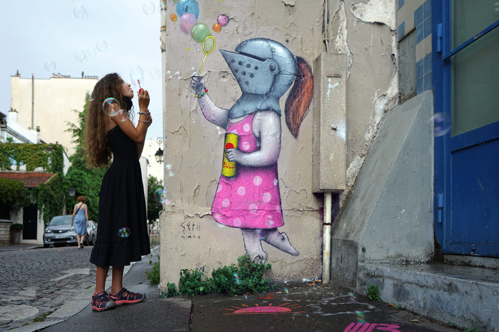 Julien Malland, artista francés mejor conocido como Seth Globepainter, crea un discurso visual a través de murales que representan la inocencia de la infancia en medio de la crisis actual por coronavirus.