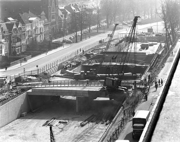 Con la intención de corregir un error cometido hace casi 50 años, la ciudad holandesa Utrecht decide reabrir un canal que había sido convertido en una autopista de hormigón.