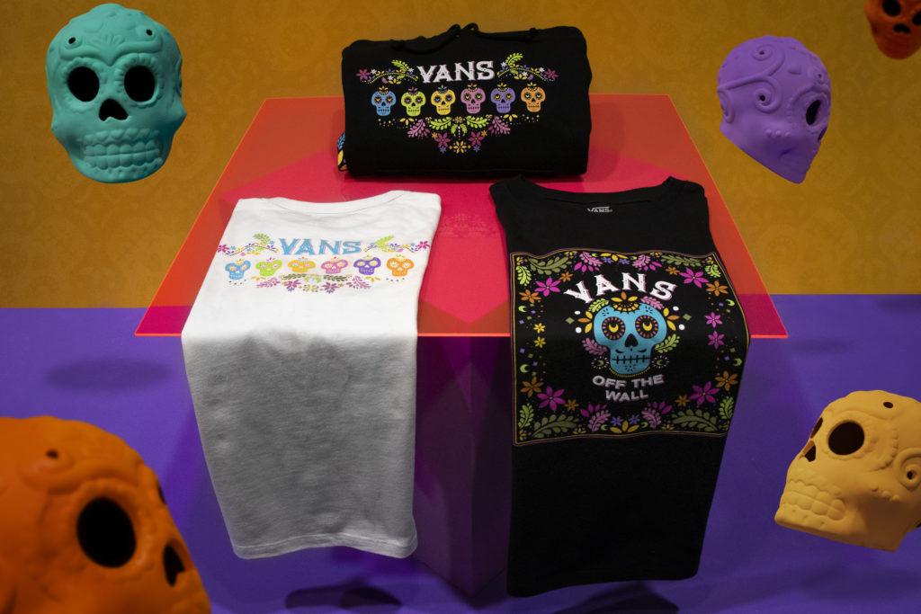 La empresa estadounidense Vans lanza por tercer año consecutivo una colección de tenis que rinde tributo a la celebración de Día de Muertos.